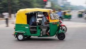 Delhi: Shocking! Boyfriend sets himself on fire inside autorickshaw over fight with girlfriend on a call; 2 co-passengers injured