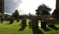 कब्रिस्तान में छापा मारने पहुंची इनकम टैक्स की टीम, खुदाई में मिला करोड़ों का खजाना