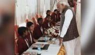 Video: PM मोदी परोेस रहे थे खाना, इस लड़की ने ले लिए मजे, बोली- हम सुबह..
