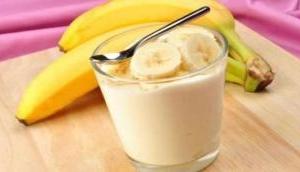 सावधान! दूध के साथ कभी ना खाएं केला, वरना हो सकती है ये गंभीर समस्या