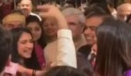 मुकेश अंबानी को डांस करने के लिए बुला रही थीं अनंत की गर्लफ्रेंड राधिका, नहीं कर पाए मना और फिर..