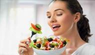 अगर आप भी ऐसे खाते हैं खाना तो हो जाए सावधान! वरना झेलनी पड़ सकती हैं गंभीर बीमारियां