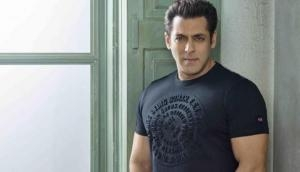 Video viral! Salman Khan, Venkatesh Daggubati shaking legs on 'Jumme Ki Raat' at Aashritha's wedding