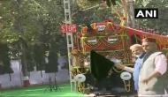 वाराणसी दौरे पर PM मोदी, डीजल से परिवर्तित हुए इलेक्ट्रिक इंजन को दिखाई हरी झंडी