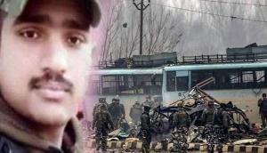 पुलवामा अटैक: CRPF के उसी बस में सवार था ये जवान, लेकिन मोबाइल में आए इस चमत्कार ने बचा ली जान