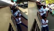 चलती ट्रेन में खतरनाक स्टंट करते नजर आए छात्र, वीडियो देखकर खड़े हो जाएंगे आपके रोंगटे