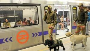 नोएडा सेक्टर-16 मेट्रो स्टेशन पर मेट्रो के आगे कूदकर महिला ने की खुदकुशी