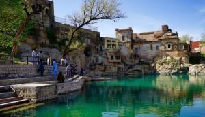 पाकिस्तान में है भगवान शिव का 1000 साल पुराना विशाल मंदिर, वहां ऐसे मनाते हैं महाशिवरात्रि का पर्व