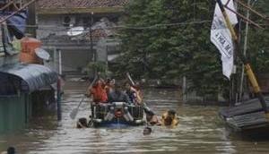 थम नहीं रहा बिहार में बाढ का संकट, अब तक 102 लोगों की मौत, 72 लाख लोग प्रभावित