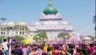हर साल इस दरगाह में हिंदू-मुस्लिम एक साथ मनाते हैं होली, निकालते हैं साथ मिलकर जुलूस