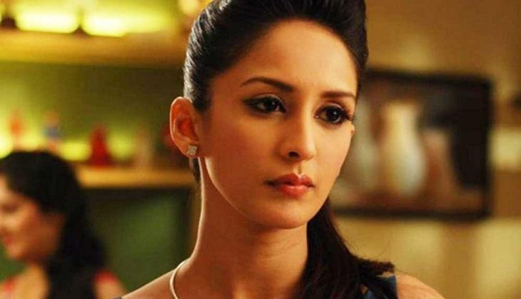 shocking bade acche lagte hai actress chahatt khanna attacked by 10 drunkards on holi what. Black Bedroom Furniture Sets. Home Design Ideas