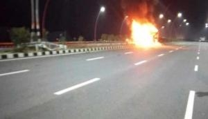 Uttar Pradesh: Four dead as AC bus catches fire at Agra-Lucknow expressway