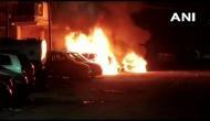 दिल्ली के करोल बाग में आधी रात को लगी आग, चार गाड़ियां जलकर खाक