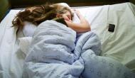 तकिए के नीचे मोबाइल रखकर सोने के बाद इस महिला के साथ जो हुआ, जानकर कभी नहीं करेंगे ये गलती