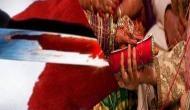 पहले सीने पर बैठ गई पत्नी फिर प्रेमी ने कर दिया चाकू से दनादन वार
