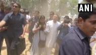 राहुल गांधी के रोड शो में ट्रक से गिरे पत्रकार तो खुद एंबुलेंस तक लेकर पहुंचे कांग्रेस अध्यक्ष