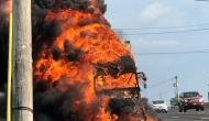 एक्सप्रेस-वे पर चलते-चलते ट्रक बना आग का गोला, ड्राइवर और क्लीनर की मौत
