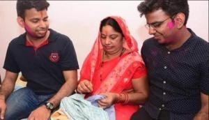 माता-पिता बेटों की पढ़ाई के लिए करते थे रात भर सिलाई का काम, भाईयों ने पास की IAS की परीक्षा