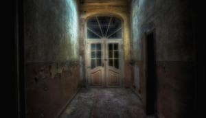 Ghost in mansion! Girl discovers spirit of old woman in a building; what happened next will give you goosebumps!