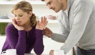 तलाक की अनोखी अर्जी, पत्नी बोली- नहीं नहाता पति, बदबू हटाने के लिए करता है ये काम