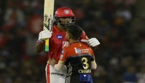 IPL 2019 : गेल ने मारा अर्धशतक, फिर मैदान पर चहल ने लगाया गले देखें वीडियो