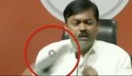 Video: BJP प्रवक्ता जीवीएल नरसिम्हा राव पर प्रेस कॉन्फ्रेंस के दौरान फेंका जूता, मुंह पर जाकर लगा
