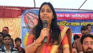 कार्यकर्ताओं से बोली बीजेपी उम्मीदवार संघमित्रा मौर्य, अगर कोई वोट ना डाले तो तुम खुद उसका फर्जी वोट डाल देना