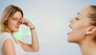 मुंह की दुर्गंध पार्टनर के सामने कर रही है शर्मिंदा तो इस छोटी सी चीज का करें इस्तेमाल