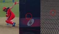 IPL 2019: डिविलियर्स ने मारा एक हाथ से ऐसा छक्का कि बॉल गई स्टेडियम से बाहर और फिर..देखें Video