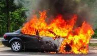 चलती कार देखते ही देखते बनी आग का गोला, अमेरिका से लौटा सरपंच जलकर हुआ राख