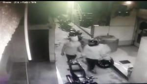 कांग्रेस नेता के घर पर बदमाशों ने की अंधाधुंध फायरिंग, घटना CCTV में हुई कैद