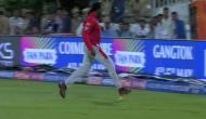 IPL 2019 - जब क्रिस गेल ने अपनी ही टीम के खिलाफ मारा चौका, चियर लिडर्स भी लगी हंसने, देखें मजेदार वीडियो