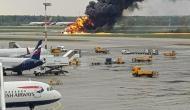 आसमान में उड़ान भरते विमान में लगी भीषण आग, 41 लोगों की दर्दनाक मौत
