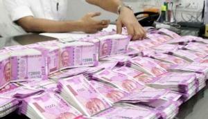Rupee plummets amid Kashmir tension, Yuan fall