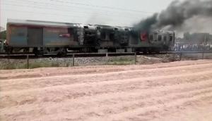 मिर्जापुर के पास कामाख्या एक्सप्रेस में लगी आग, रेलवे में मचा हड़कंप
