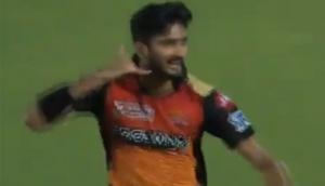 IPL 2019: खलील ने अय्यर और पृश्वी को आउट करने के बाद किया ऐसा इशारा, देखें वीडियो