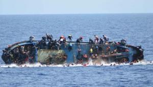 ट्यूनिशिया के पास शरणार्थियों से भरी नाव पलती, 70 से ज्यादा की मौत