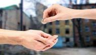 गलती से भी ना करें दूसरों को ये चीजें दान, वरना हो सकते हैं आप कंगाल!