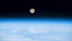 लगातार सिकुड़ता जा रहा है चंद्रमा, वैज्ञानिकों ने किए ऐसे खुलासे जानकर रह जाएंगे दंग