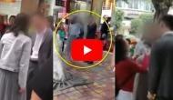 Video: ब्वॉयफ्रेंड ने नहीं दिलाया स्मार्टफोन, तो गर्लफ्रेंड ने बीच सड़क पर जड़े ताबड़तोड़ 52 थप्पड़, इसके बाद..