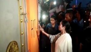 ममता बनर्जी की हिटलरशाही ! BJP दफ्तर का तुड़वाया ताला, खुद पेंट कर बनाया TMC का निशान