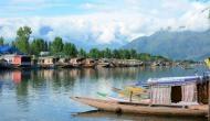 जम्मू-कश्मीर : FM रेडियो चैनल भी पड़े हैं ठप, बजाये जा रहे हैं सिर्फ गाने