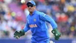 MS Dhoni should display 'Balidan badge' on his bat, says Virender Sehwag