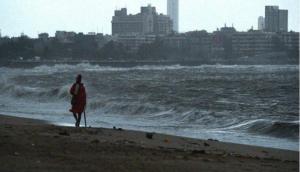 चक्रवाती तूफान वायु ने फिर बदला रास्ता, अब तेजी से गुजरात के कच्छ की ओर बढ़ा