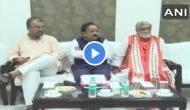 बिहार: चमकी बुखार से मर रहे बच्चों के लिए बुलाई गई मीटिंग, मैच का स्कोर पूछते रहे स्वास्थ्य मंत्री