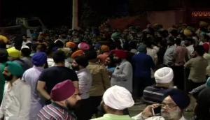 Delhi: Protest outside Mukherjee Nagar police station