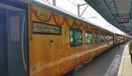अपनी पहली यात्रा पर निकली दिल्ली-लखनऊ तेजस एक्सप्रेस, लेट हुई तो इतने पैसे होंगे रिफंड
