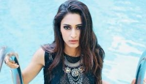 VIDEO: Erica Fernandes aka Prerna of Kasautii Zindagii Kay 2 faces Oops moment, her saree falls down publicly