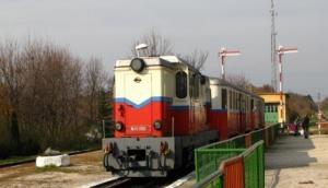 इस देश में रेलवे की हर जिम्मेदारी निभाते हैं बच्चे, नन्हे हाथों में होती है ट्रेन की बागडोर