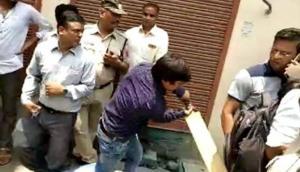 काम नहीं आई आकाश विजयवर्गीय की 'बल्लेबाजी' नगर निगम ने गिरा दी बिल्डिंग